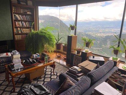 Vista del escritorio, donde Durán Barba pasa la mayor cantidad del su tiempo cumpliendo su aislamiento. Foto: Jaime Durán Barba.