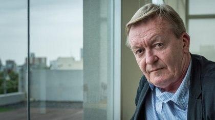 """""""La obra contemporánea más cercana de la escena social y política es la de Houellebecq"""", dice Echenoz (Martín Rosenzveig)"""