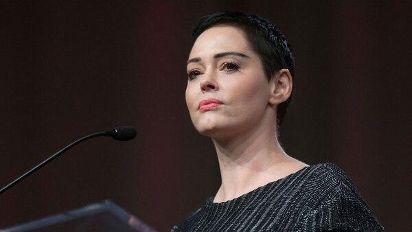 """Rose McGowan dijo estar satisfecha pero """"en shock"""" tras la detención de Harvey Weinstein"""