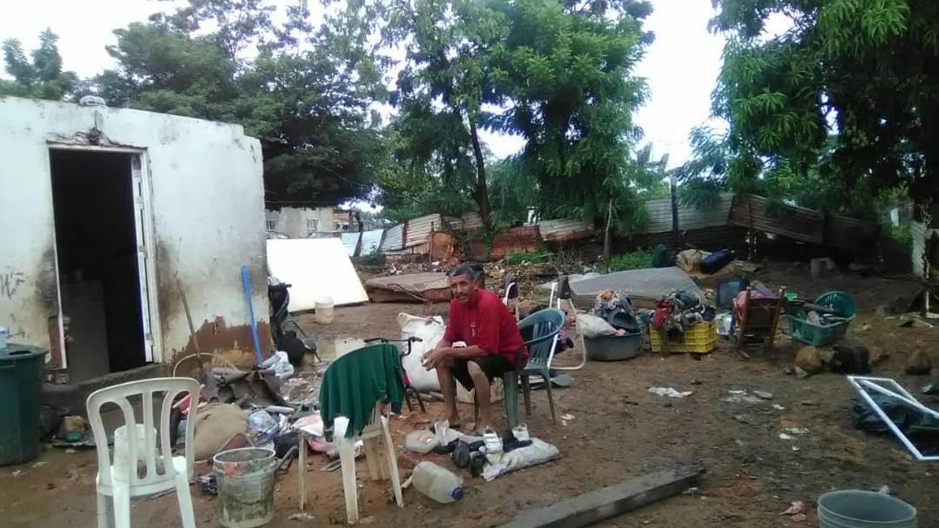 Una-familia-de-las-afectadas-por-las-lluvias-ayer-en-Maracaibo
