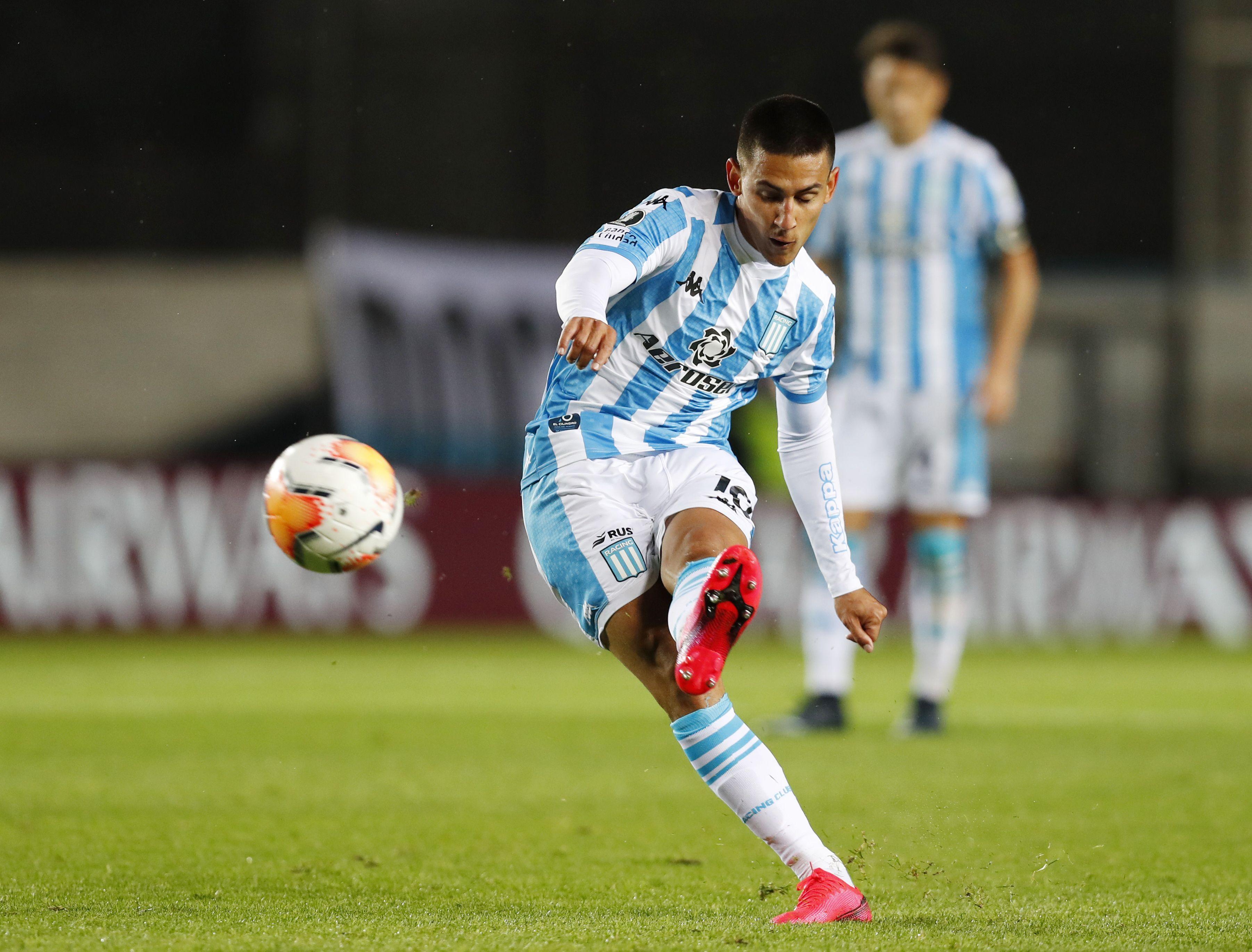 Matías Rojas antes de marcar un golazo frente a Estudiantes de Mérida en la Copa Libertadores. Foto Reuters/Agustin Marcarian