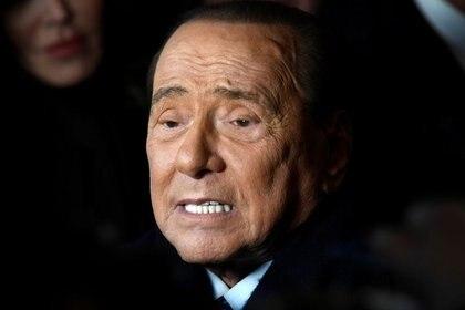El ex primer ministro italiano Silvio Berlusconi en un acto electoral en enero de 2020 (REUTERS/Flavio Lo Scalzo/archivo)