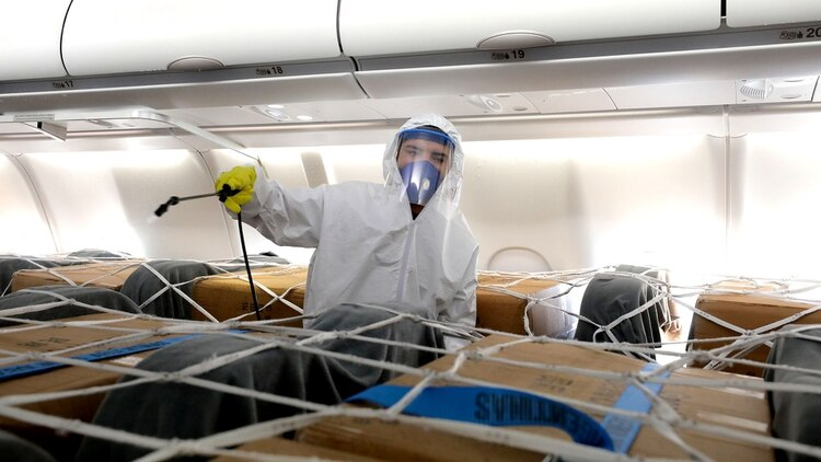 Ayer llegó desde China un avión con insumos de seguridad para los médicos y enfermeros (Ministerio de Transporte)
