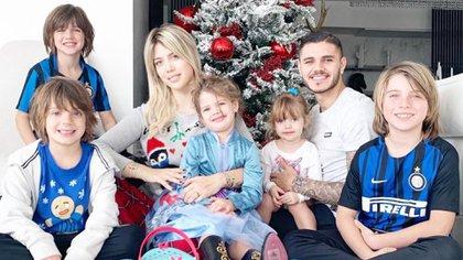 Foto familiar de Wanda junto a Icardi y sus cinco hijos