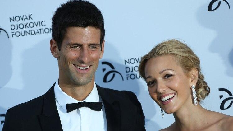Novak Djokovic hizo el anuncio junto a su esposa Jelena, quien es la directora de la fundación que lleva el nombre del tenista serbio (AP)