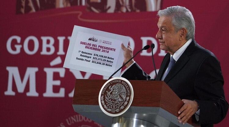 Una de las primeras acciones de AMLO fue reducir su sueldo como presidente (Foto: Presidencia de la República)