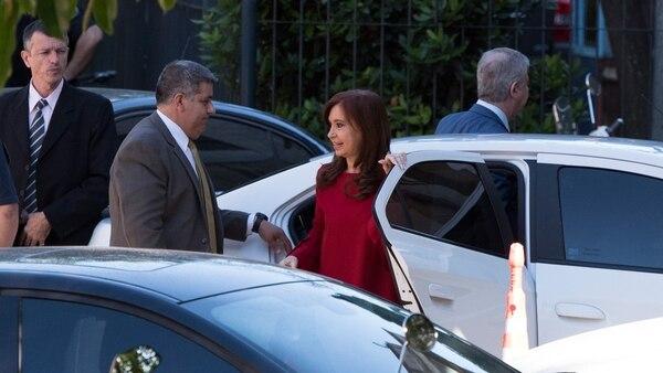 Cristina Kirchner llegó a los tribunales diez minutos antes de las 9 de la mañana (Adrián Escandar)
