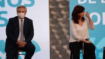 Alberto Fernández y Cristina Fernández de Kirchner en un acto en la Ciudad de la Plata