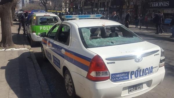 Así quedaron algunos de los patrulleros después de los incidentes
