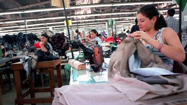 La creación de empleos todavía no alcanza el ritmo de crecimiento económico.