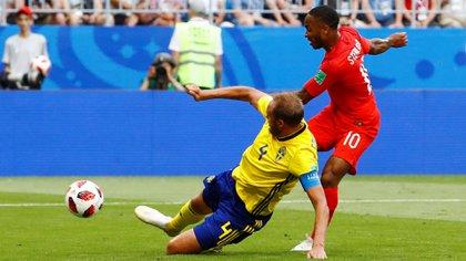 Soccer Football – World Cup – Quarter Final – Sweden vs England – Samara Arena, Samara, Russia – July 7, 2018  England's Raheem Sterling has a shot at goal as Sweden's Andreas Granqvist attempts to block  REUTERS/Michael Dalder