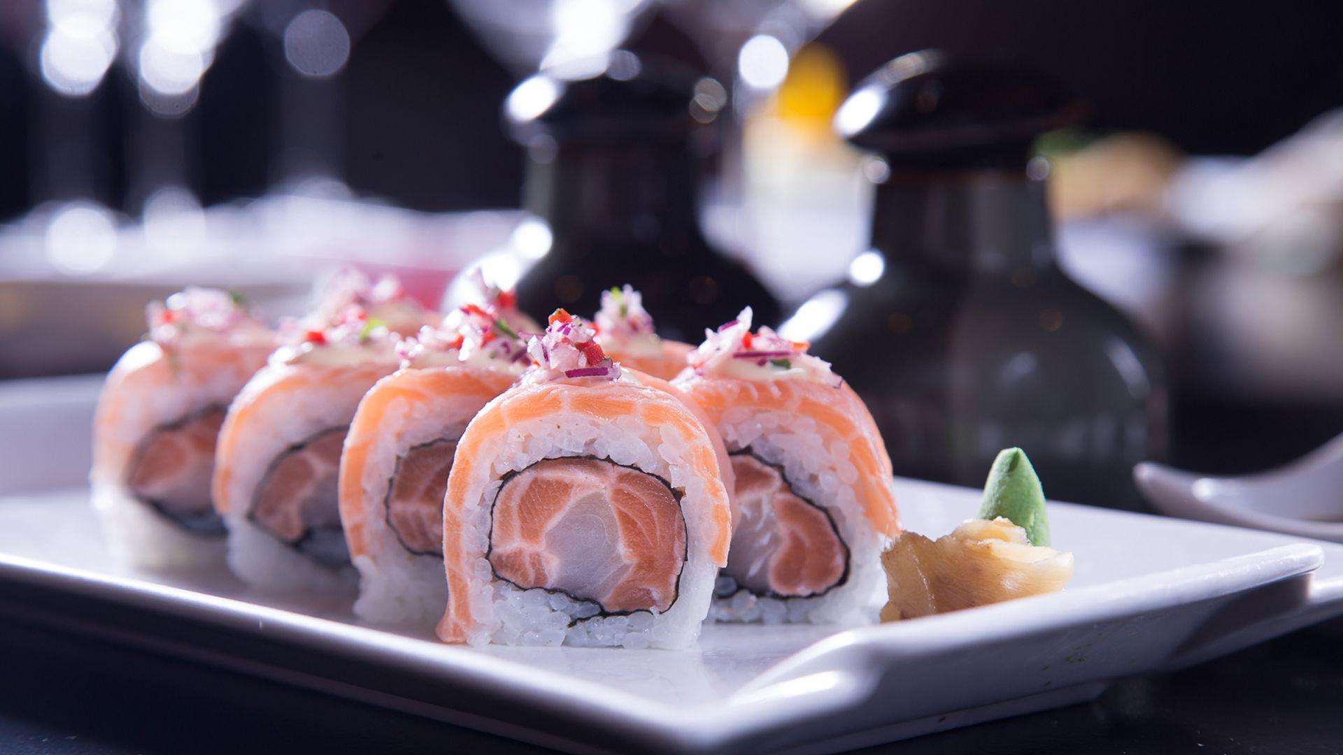 Con salmón y langostinos, una de las piezas caracteristicas de Dashi
