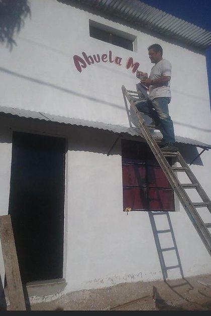 En el Balneario Buenos Aires, a cuatro cuadras de la playa, Robert construyó un hospedaje para turistas