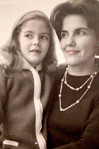 """""""Mi madre era una mujer tremendamente seductora y culta. Una vez la definí: le dije 'sos el cielo y el infierno'"""", contó Graciela Alfano. Lilly murió el primero de septiembre de 2014, a sus 95 años"""