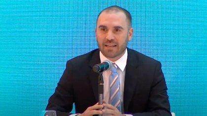 El presidente Alberto Fernández y el ministro Martín Guzmán, al presentar los resultados de la reestructuración de la deuda