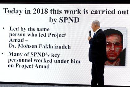 El primer ministro Benjamin Netanyahu durante la conferencia de prensa del 30 de abril de 2018 en la que mostró, por primera vez, una foto de Fakrizade. (REUTERS/ Amir Cohen)