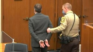 El particular mensaje que Derek Chauvin se escribió en la mano antes de escuchar el veredicto que lo declaró culpable
