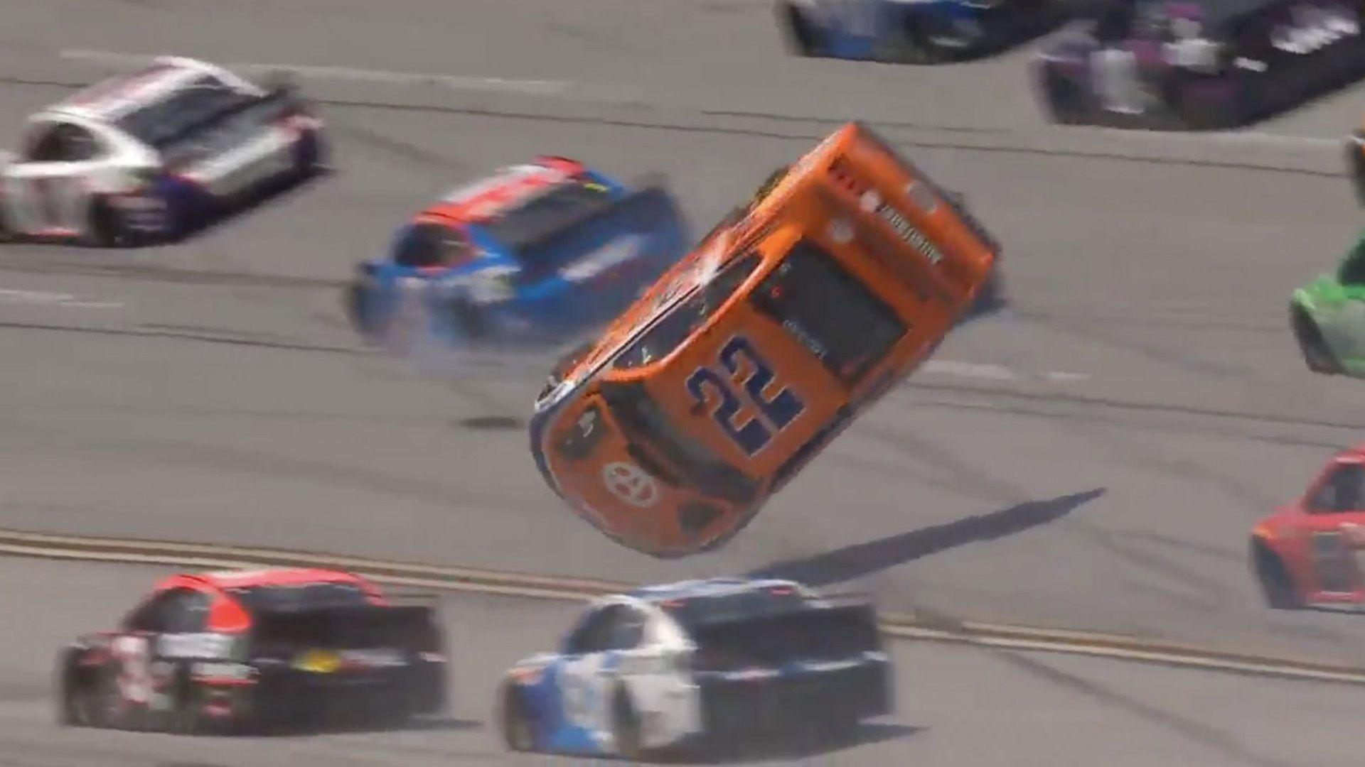 Impactante accidente en NASCAR