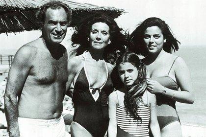 Marina y su familia en Mar del Plata a los doce años