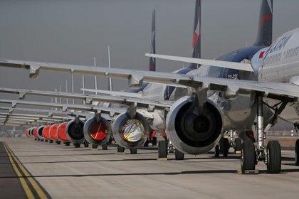 Las salidas y entradas de vuelos en Chile estará condicionado a los requisitos que estableció el Ministerio de Salud.  Si bien habrán vuelos, serán acotados y sin posibilidad de ingreso a quienes no tienen residencia o nacionalidad chilena