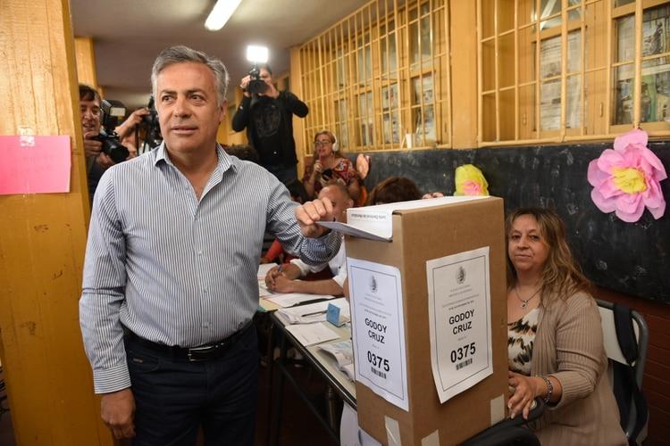 El Gobernador Alfredo Cornejo. En los comicios del domingo votó en una escuela de Godoy Cruz