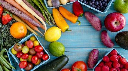 La base de la alimentación debe ser aquella comida sin procesar, sin añadir ni quitar nada a lo que nos da la naturaleza (Getty)