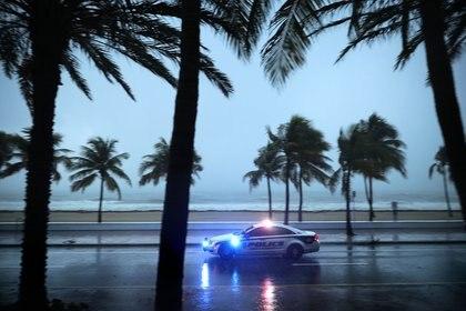 Un auto de la policía en Fort Lauderdale, Florida (AFP)