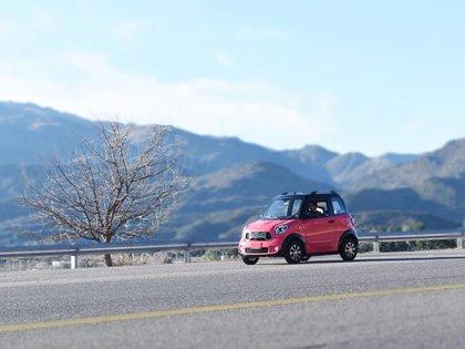 Prevén una autonomía de 100 kilómetros con ocho horas de carga.
