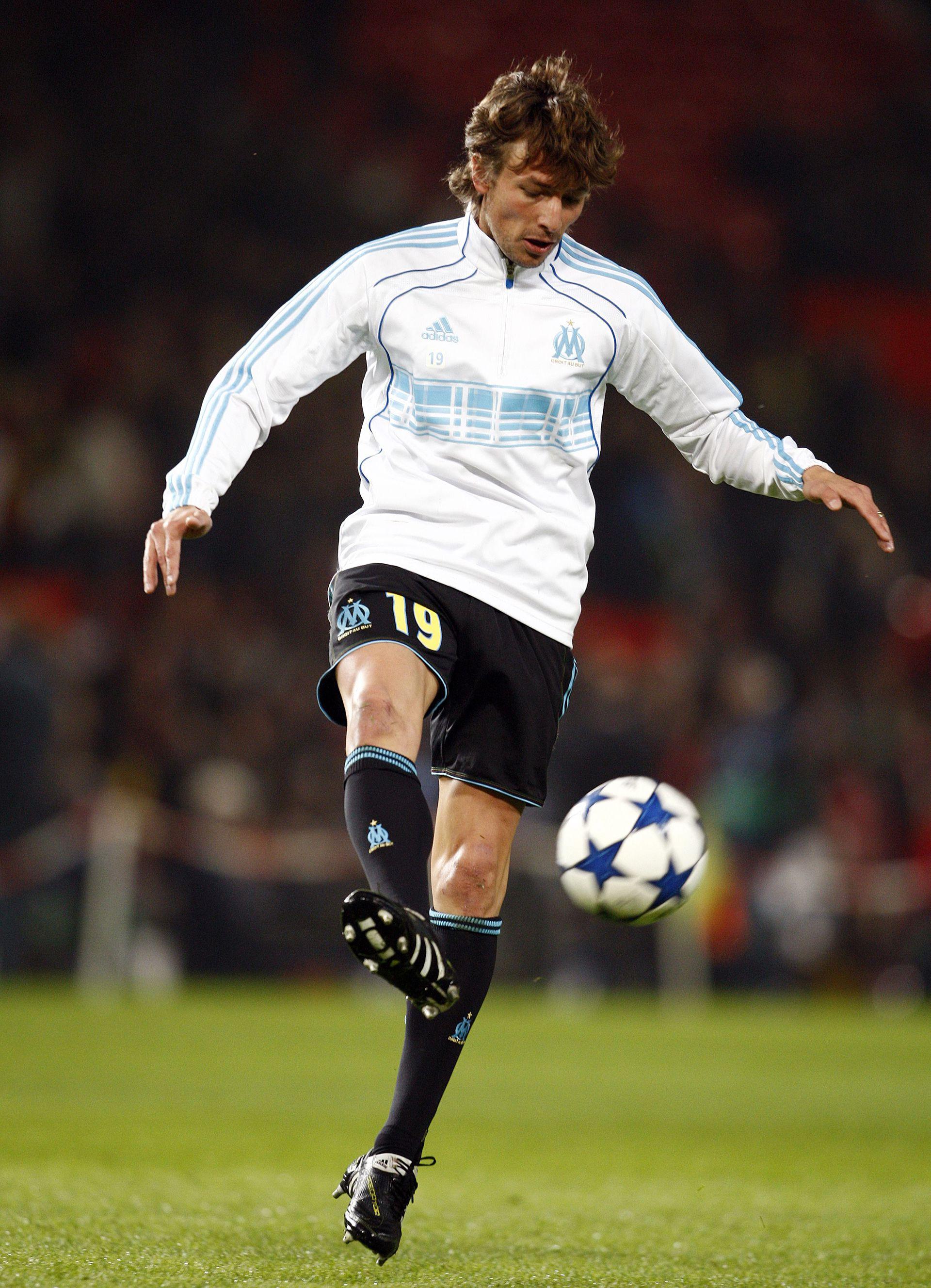 Gabriel Heinze en acción con la indumentaria del Marsella: fue en 2011 en un partido ante Manchester United (Shutterstock)