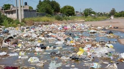 El deterioro ambiental, otra expresión de la falta de inversión en mantenimiento e infraestructura, (Télam)