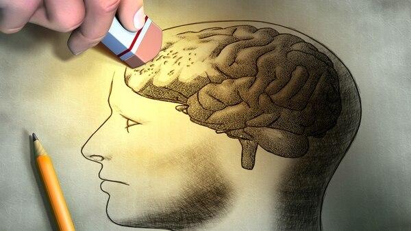 Ejercitar el cerebro y tener una buena alimentación, ayuda a prevenir el Alzheimer (iStock)