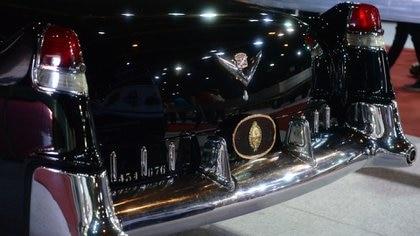 La patente del Cadillac -434676-, el escudo nacional y el logo del Cadillac: la saga del auto presidencial (Enrique Abatte)
