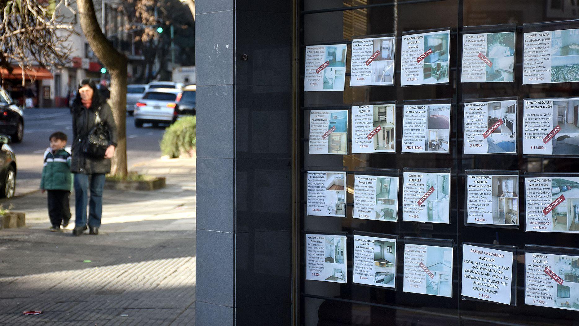 Por la caída en las ventas inmobiliarias, cada escribano porteño realizó menos de una escritura en el mes (Nicolás Stulberg)