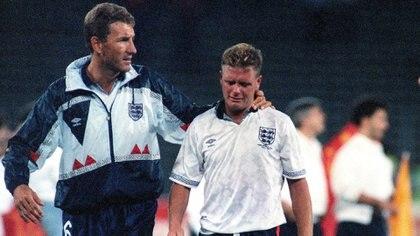 Foto icónica de su carrera: el llanto de Gazza luego de Inglaterra quedara eliminada ante Alemania de Italia 90 (AP Photo/Roberto Pfeil)