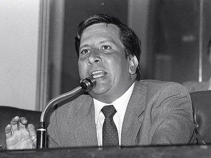 Lara Bonilla fue el primero en denunciar los nexos de Escobar con el narcotráfico, cuando el capo ocupaba una curulen el Congreso.