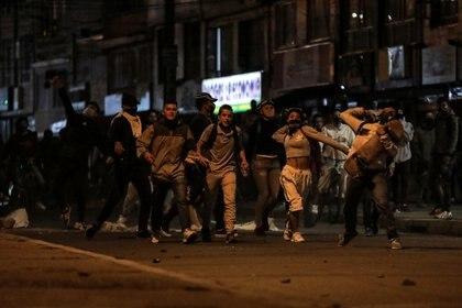 Personas protestando en Bogotá
