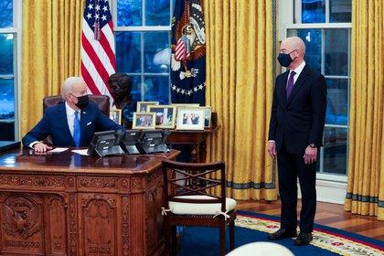 The President of the United States, Joe Biden, and the Secretary of Homeland Security of the United States, Alejandro Mayorkas (EFE / Doug Mills / File)