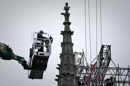 La plaza de la catedral, que había estado cerrada al público desde el incendio, reabrió el pasado 31 de mayo. (Philippe LOPEZ / AFP)