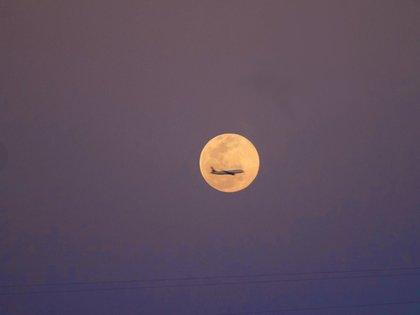 Luna de Nieve desde Huitzquillocan, Estado de México (Foto: Twitter @ValeWolf)