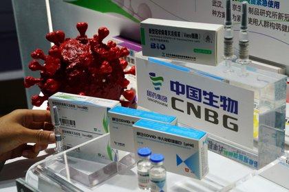 """Emiratos Árabes informó que la vacuna de Sinopharm ha demostrado una """"eficacia del 86%"""" contra el COVID-19 (REUTERS/Tingshu Wang)"""