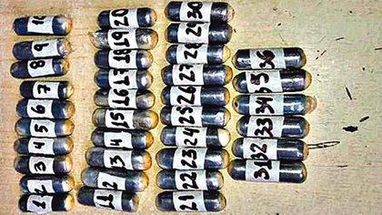 Cocaína en preservativos encontrada en el estómago de una mula en el norte argentino.