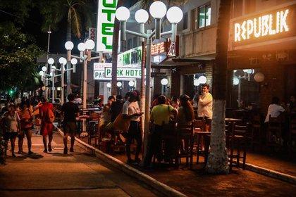 Centros nocturnos y bares tendrán que suspender actividades (Foto: EFE)