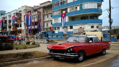 Autos clásicos que no han podido ser reemplazados y una infraestructura muy deteriorada, problemas persistentes en Cuba