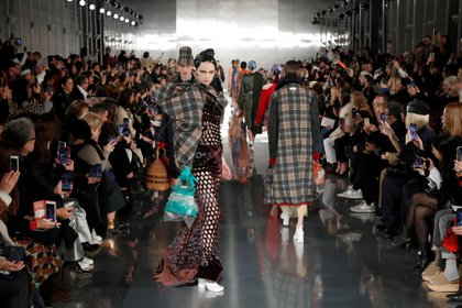 Models present creations by designer John Galliano as part of his Fall/Winter 2020/21 women's ready-to-wear collection show for Maison Margiela during Paris Fashion Week in Paris, France February 26, 2020. REUTERS/Gonzalo Fuentes