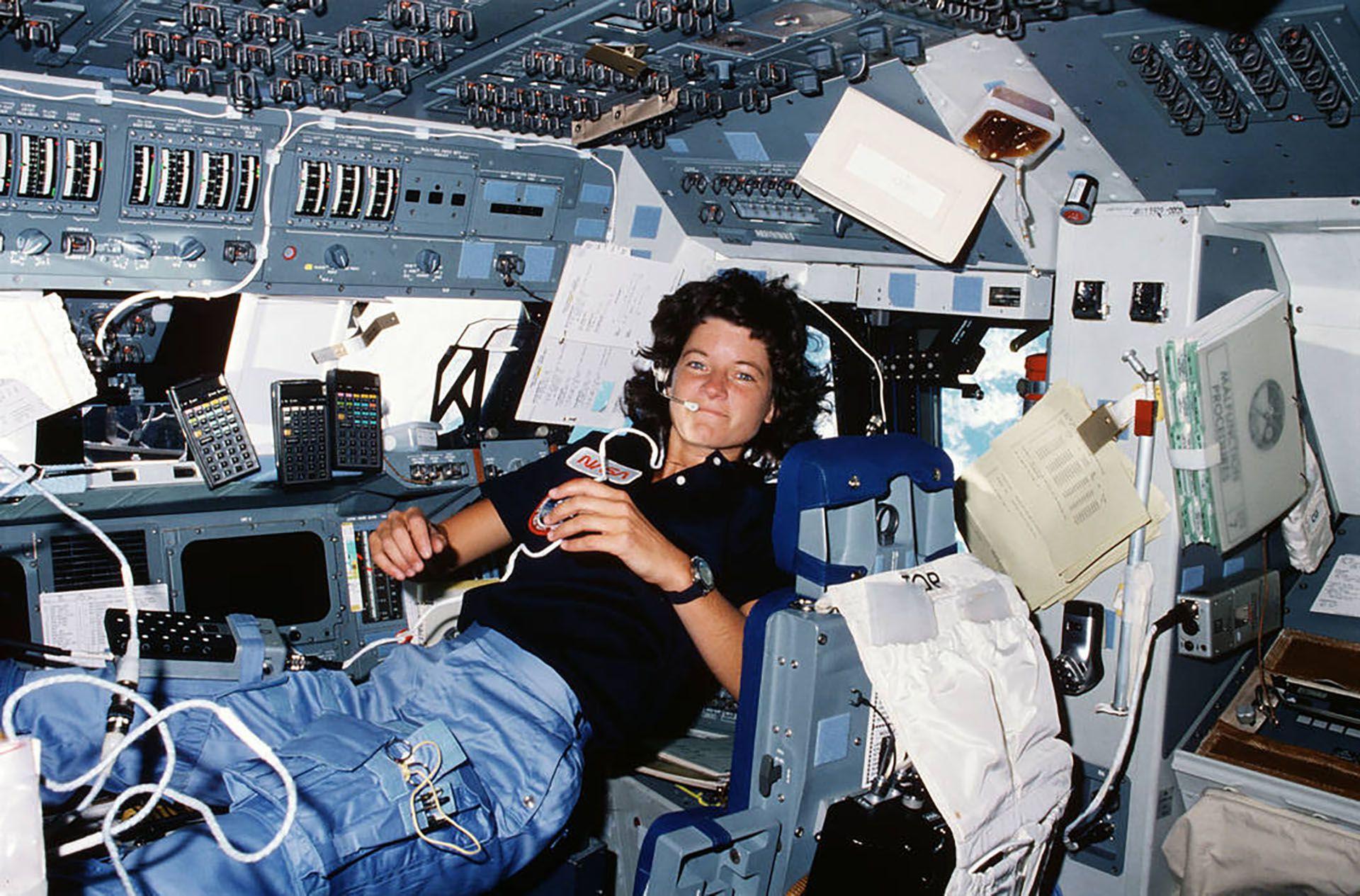 La astronauta Eileen Collins, la primera mujer piloto de una nave espacial: comandó el Discovery (NASA) (NASA)