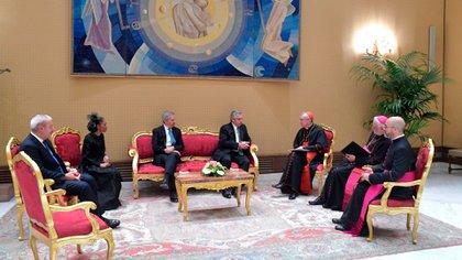 Otra de las postales del encuentro entre el Gobierno y la diplomacia papal.