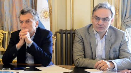El presidente Mauricio Macri y el secretario de Energía, Gustavo Lopetegui, a cargo de la investigación de las causas del histórico apagón