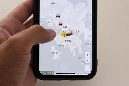 La aplicación HKmap.live en la pantalla de un móvil en Hong Kong, el 10 de octubre 2019. REUTERS/Tyrone Siu
