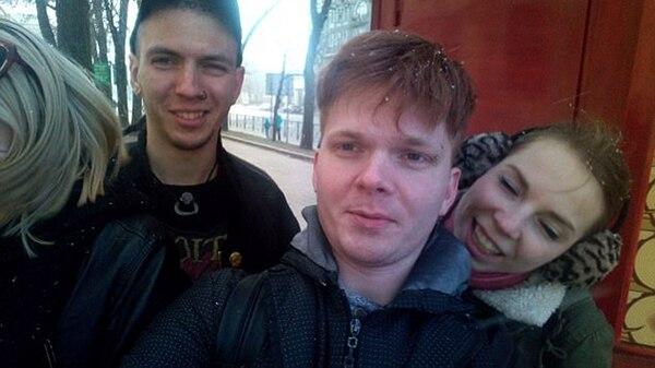 Vitaly Bespalov junto a sus amigos