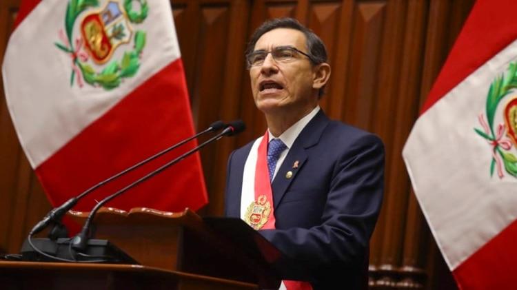 El presidente peruano, Martín Vizcarra, disolvió el Congreso y desató una nueva crisis institucional en el Perú (AFP)